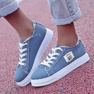Women's Lace-up Round Toe Canvas Flat Heel Sneakers (147496714)